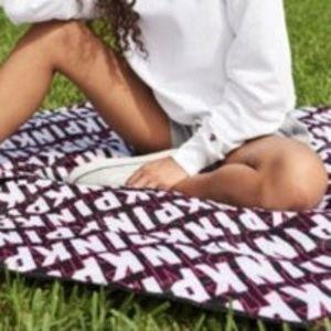 BRAND NEW PINK Victoria's Secret Blanket throw